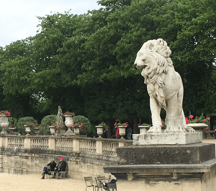 Paris-France-lion-travel-abroad