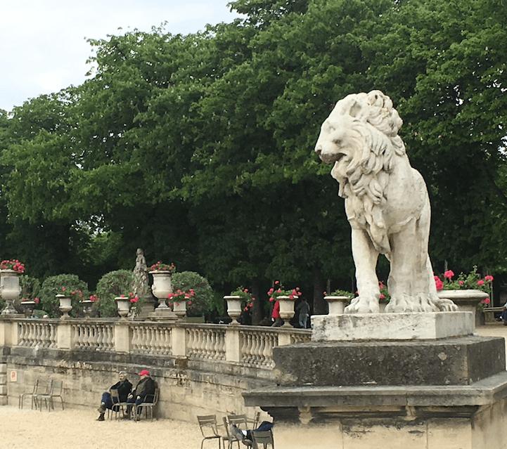 Paris-France-lion-travel-abroad
