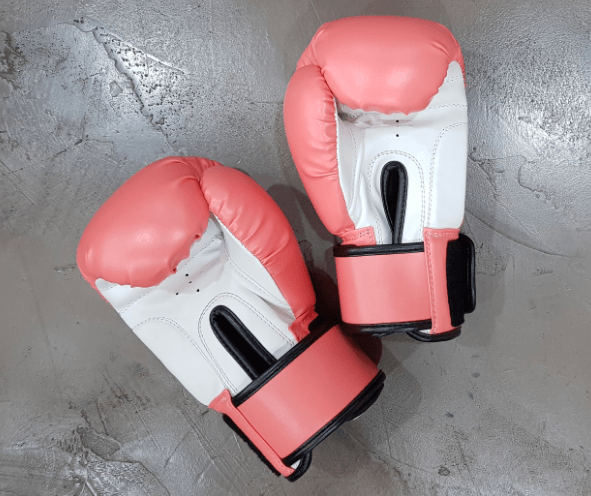 solo-journey-abroad-tips-travel-boxing-gloves-new-country