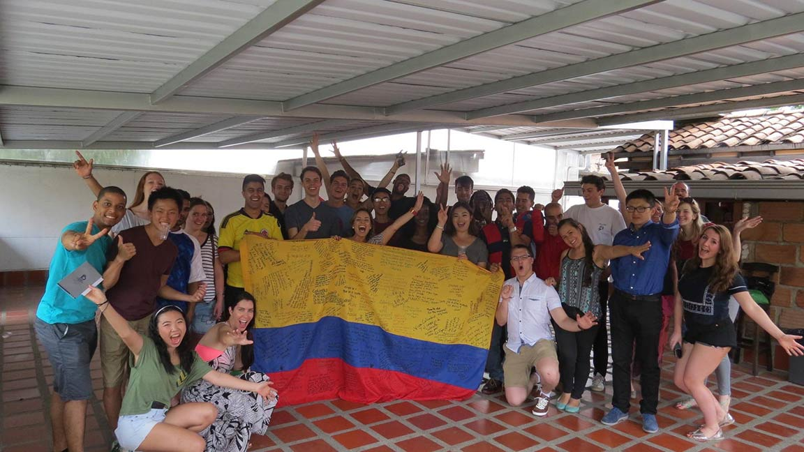 luis-leesa-travel-tales-independence-day-medellin-colombia-bbq
