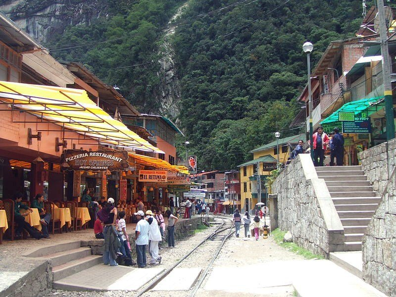 aguas calientes adventure traveling peru