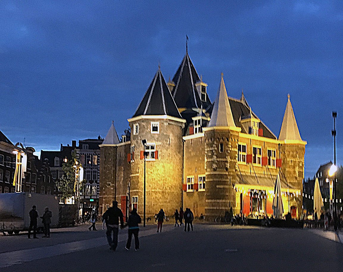 castle in amsterdam red light red light district