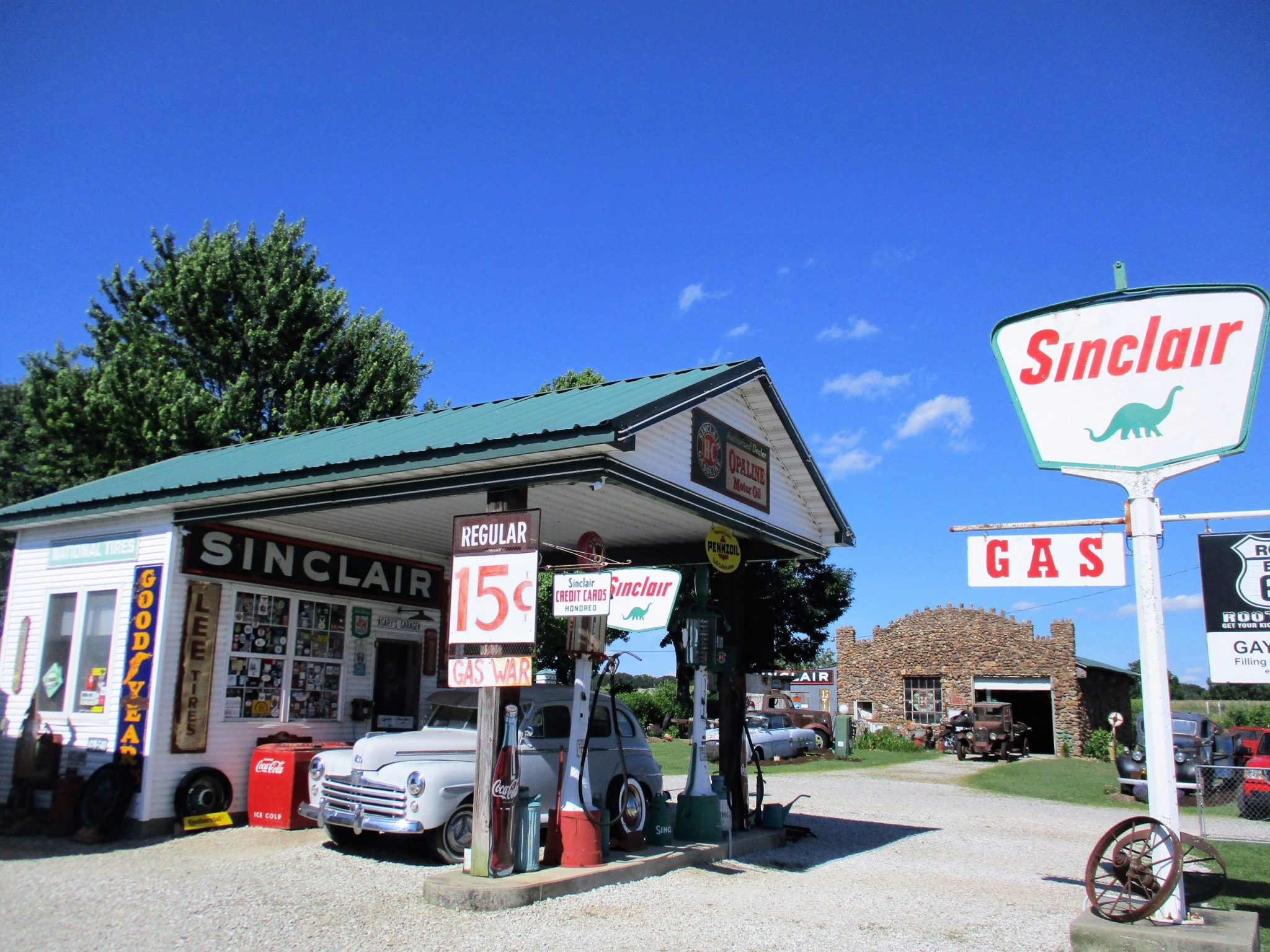 An old-fashioned gas station on US Hwy 66.