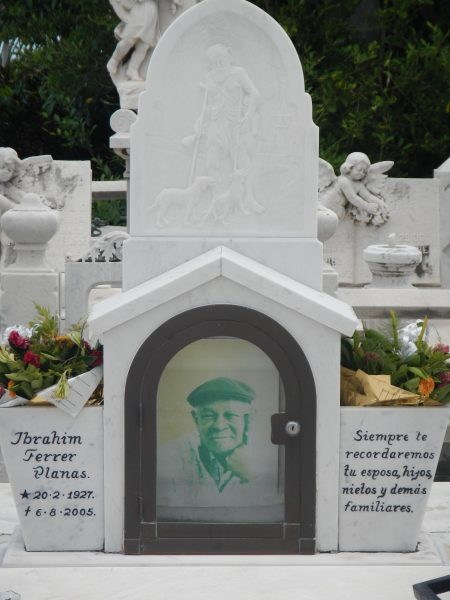 A photo of Ibrahim Ferrer's gravestone.