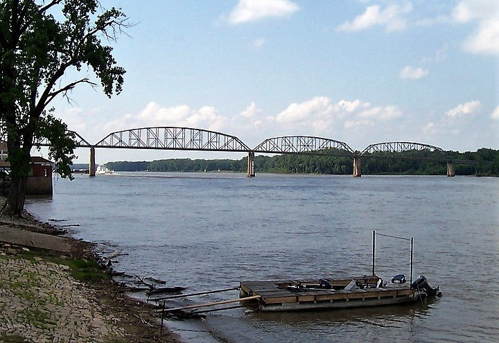 An image of a distant bridge on the Mississippi River