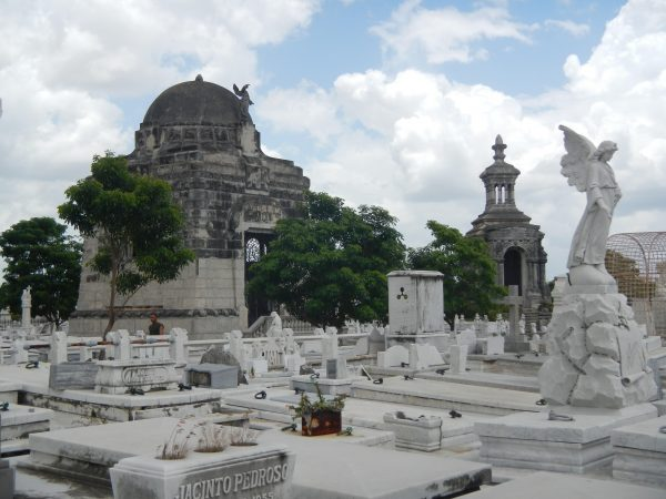 This cemetery in Havana has over 800,000 graves.