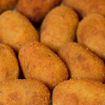 A photo of croquetas.