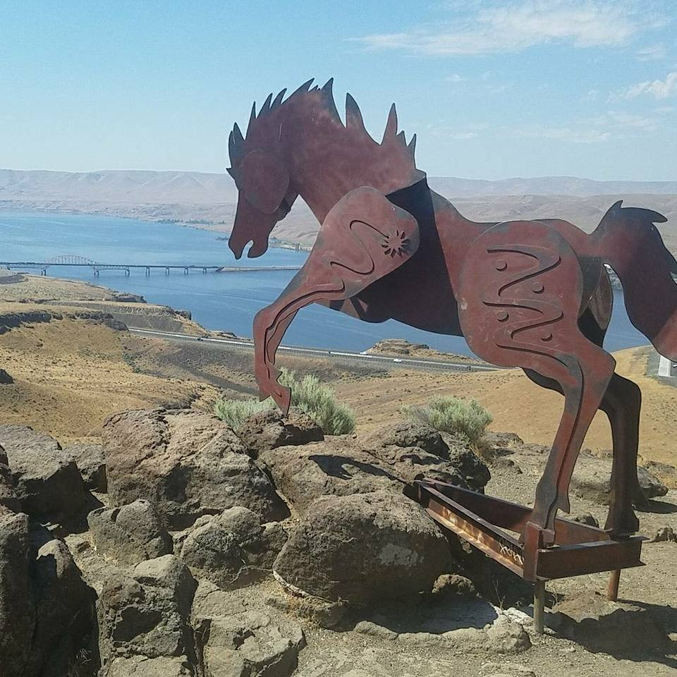 Statue of a horse with mountains in the background